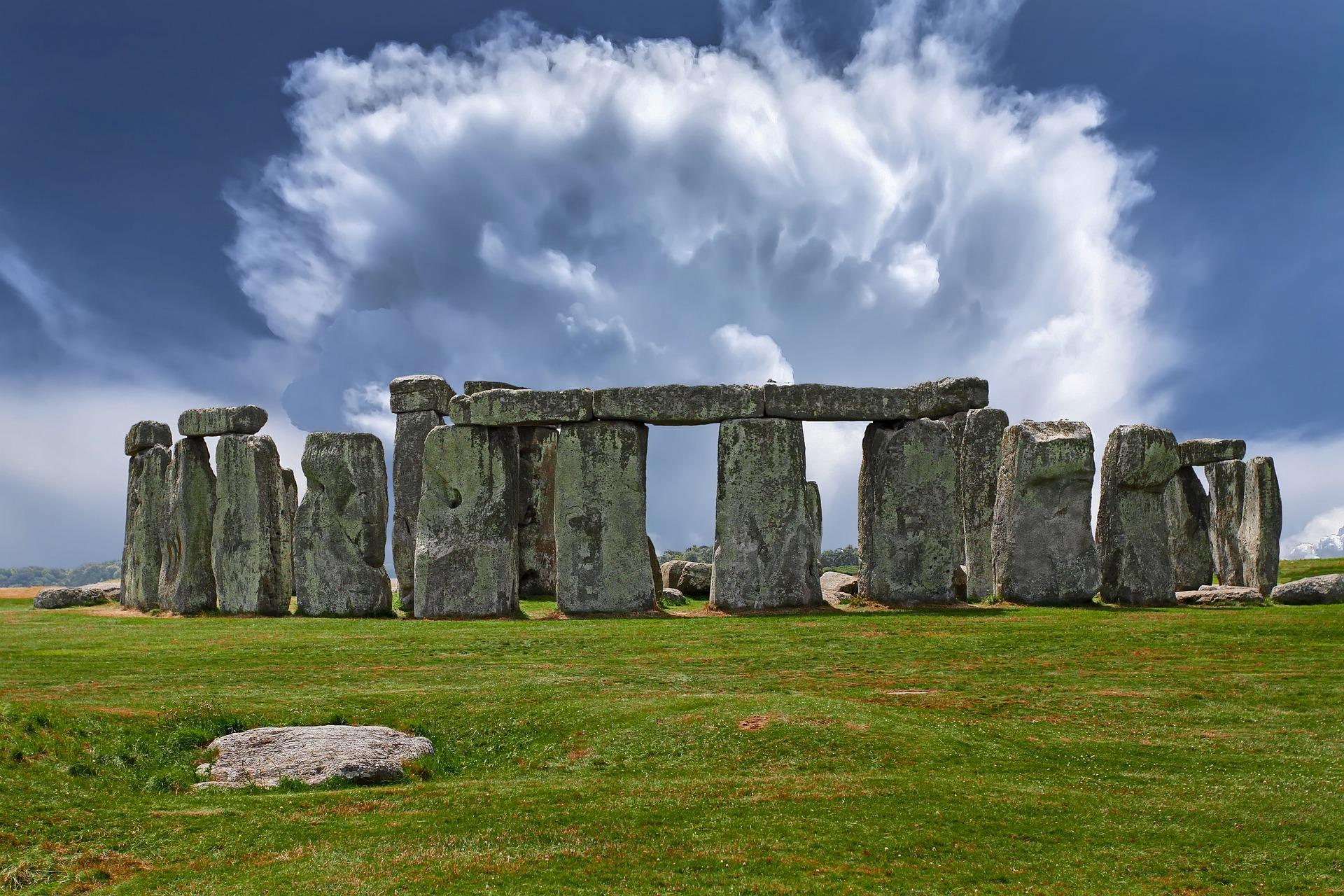 stonehenge-2287980_1920